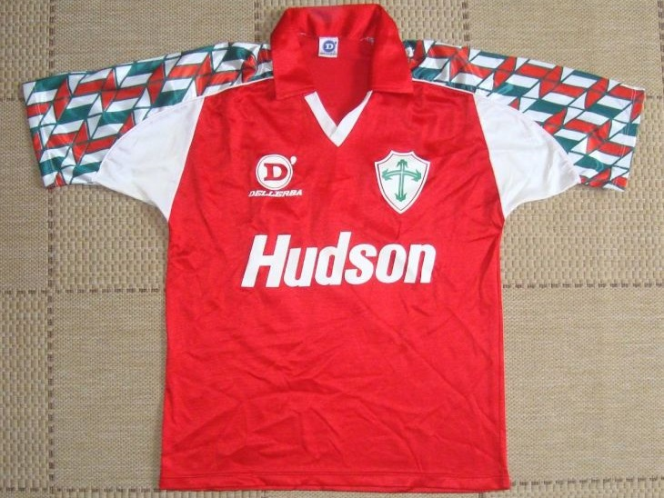E o que dizer da beleza dessa camisa da Portuguesa do tempo da Dellerba (Foto: Mercado Livre)