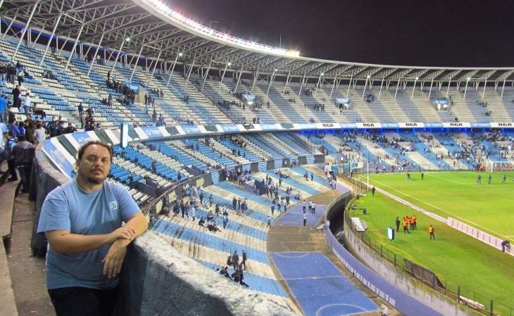Um dos estádios mais incríveis que Fernando conheceu: El Cilindro, do Racing (Foto: Acervo pessoal)