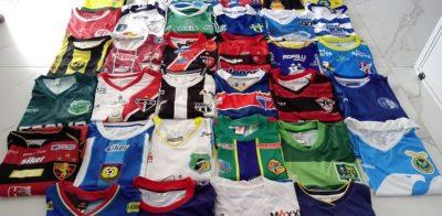 Colecionador reúne camisas de 40 clubes do futebol cearense