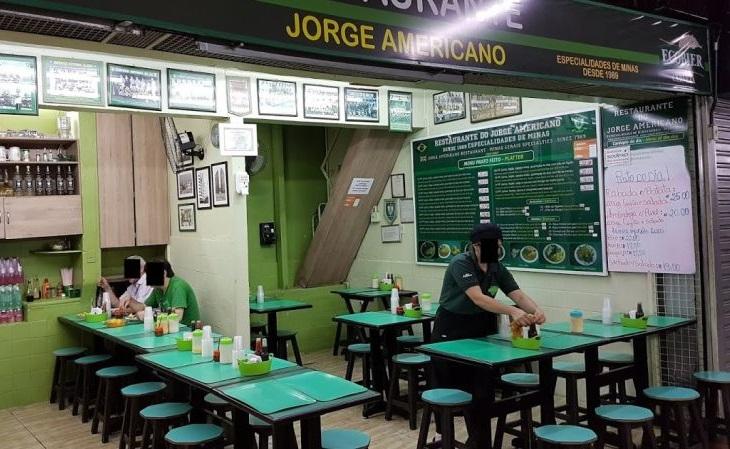 Não ouse visitar o bar Jorge Americano com camisa de outra cor que não o verde (Foto: Rice and Noodles)