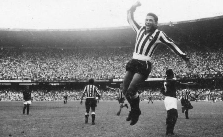 Garrincha foi contratado logo após seu 1º treino no Botafogo (Foto: Reprodução)