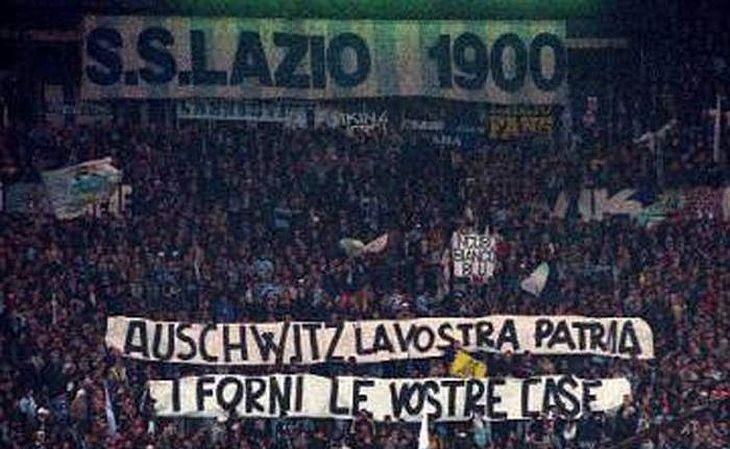 A Lazio possui a torcida de uma comunidade que une nacionalismo e extrema-direita (Foto: Plínio Lepri/AP)
