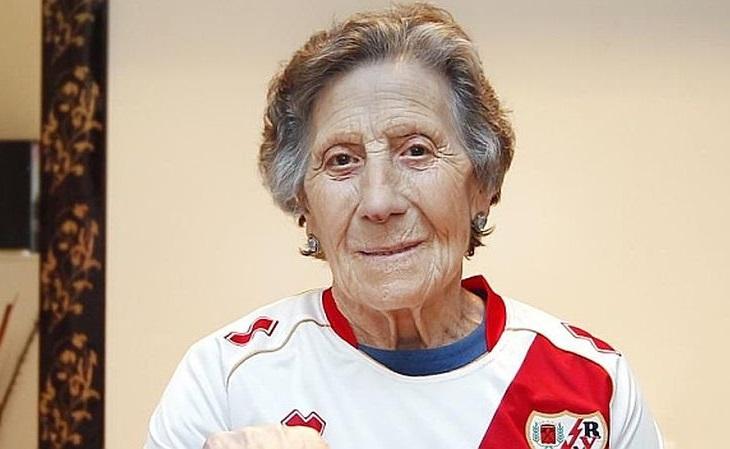 A torcida do Rayo pagou de forma vitalícia o aluguel de uma torcedora de 85 anos (Foto: Marca)