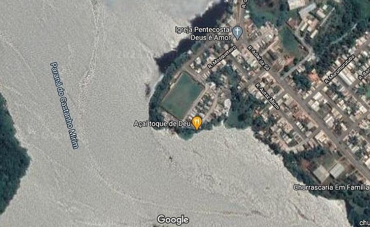 Em imagens de satélite fica mais fácil de entender a posição do estádio em relação ao rio (Foto: Google)