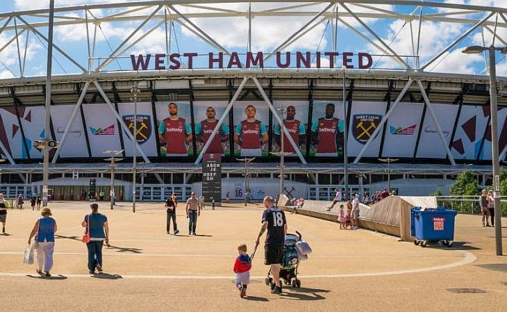 O West Ham assumiu o Estádio Olímpico de Londres, pertinho do antigo Boleyn Ground (Foto: Soccerblog)