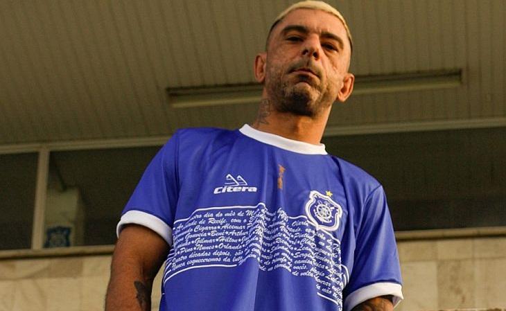 A faixa branca da camisa do Olaria deu lugar aos nomes dos campeões (Foto: Divulgação)