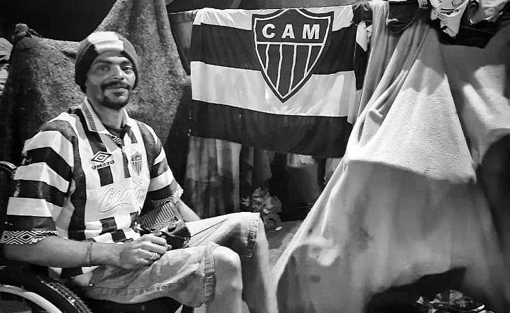 O Galo de Rua registra, no Instagram, fotos dos atleticanos beneficiados (Foto: Galo de Rua)