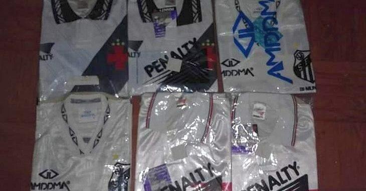 """Colecionador achou 120 uniformes dos anos 90 """"perdidos"""" em lojinha do interior gaúcho"""